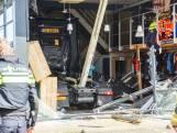 Vrachtwagen rijdt gevel van winkel in