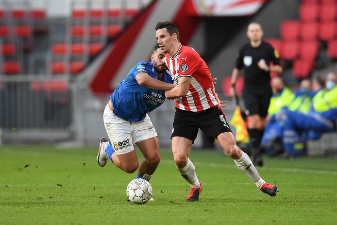 Nick Viergever keerde terug in de basis bij PSV na een lange tijd van blessureleed, tot tevredenheid van Roger Schmidt.