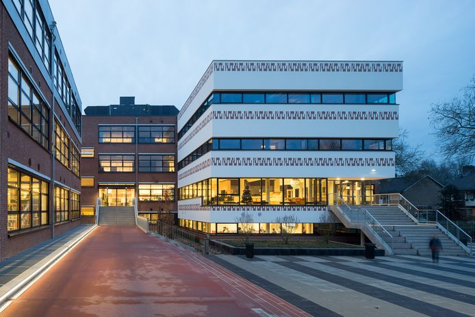 Het gebouw van NSG Groenewoud aan de Van Cranenborchstraat in Nijmegen.
