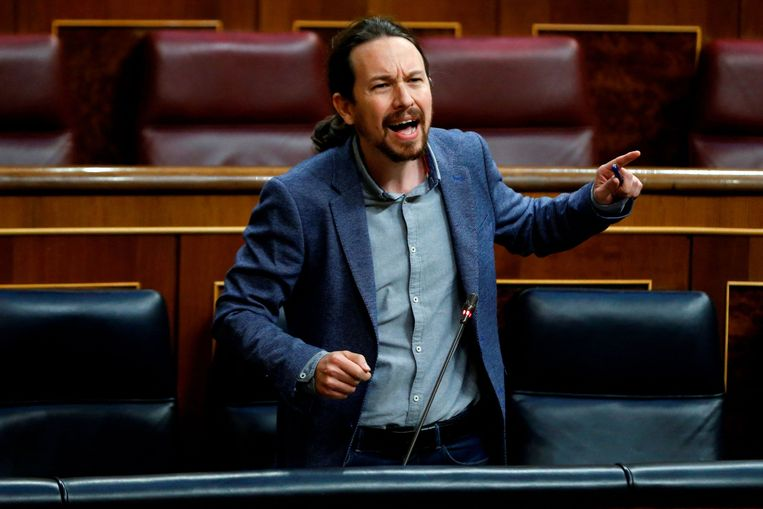 Pablo Iglesias tijdens een verhit debat in het Spaanse parlement. De huidige vicepremier stapt uit de regering en gaat zich richten op de regionale verkiezingen van 4 mei in de regio Madrid.  Beeld AFP