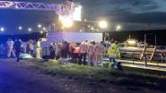 Drama aan Boudewijnkanaal: één bemanningslid (63) dood uit water gehaald, collega (65) vecht voor zijn leven