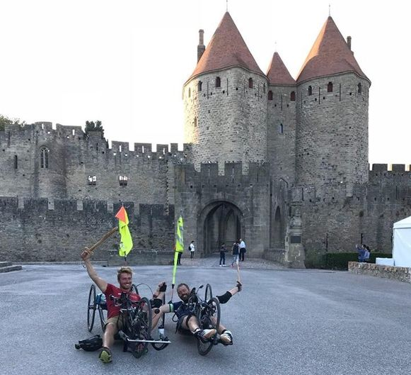 Frank en Jelle arriveerden vorig jaar na 1.579 kilometer aan de burcht in Carcassonne