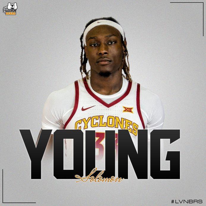 Solomon Young moet samen met Nick McGlynn voor rebounds zorgen.