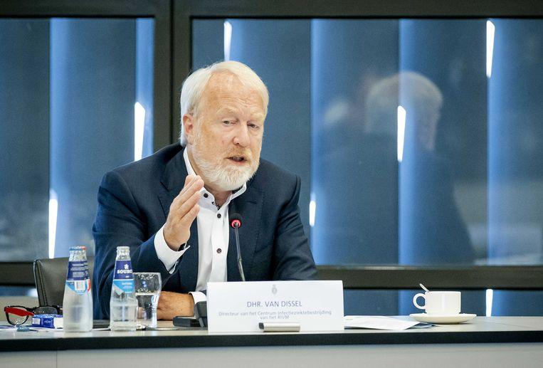 Jaap van Dissel, directeur van het Nederlandse Centrum voor Infectieziektebestrijding van het RIVM tijdens een informatiebijeenkomst in de Tweede Kamer. Beeld ANP