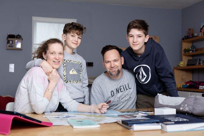 Van links naar rechts: Caroline, Lewis, Kevin en Guss