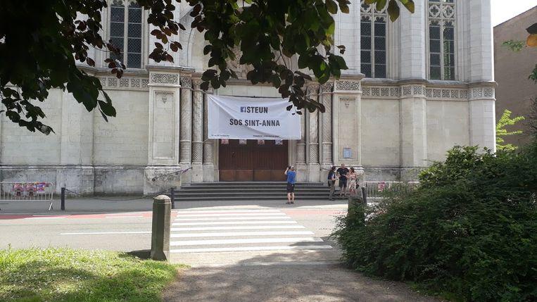 De Sint-Annakerk hield ook tijdens de Open Kerkendagen in juni de deuren dicht Beeld Erik De Troyer