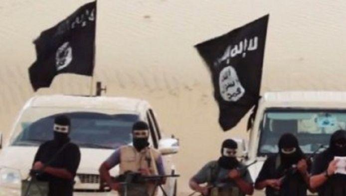 Strijders van IS in de woestijn van Egypte