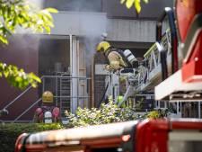 Brand in restaurant Rotterdam: brandweer breekt plafond open om vuur te bestrijden