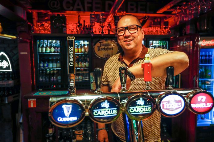 Marc Glaser is na vele omzwervingen terug in café De Bel in Valkenswaard.