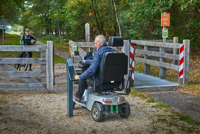 Sinds 2019 kunnen mindervaliden dankzij speciale hydraulische poorten al enkele wildroosters op de Maashorst omzeilen