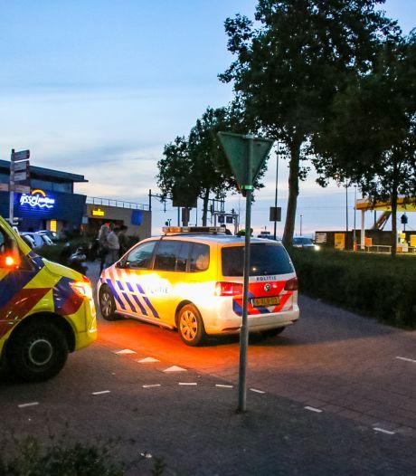 Bestuurder scooter en wielrenner botsen hard op fietspad bij IJsselpaviljoen Zutphen