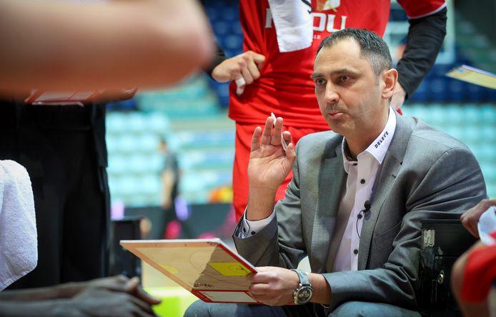 Oostende-coach Dario Gjergja moet opnieuw vier spelers missen tegen Charleroi.