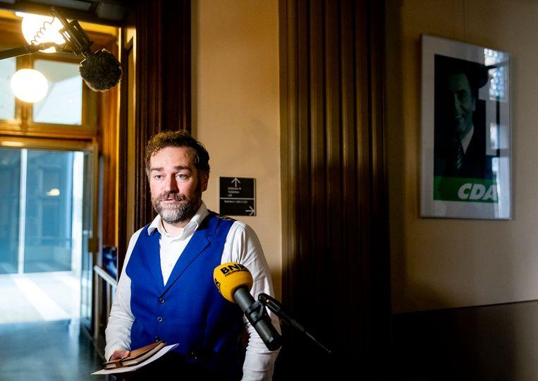 Klaas Dijkhoff (VVD) staat de pers te woord na afloop van een coalitieoverleg in de Tweede Kamer over de brand in het vluchtelingenkamp Moria op het Griekse eiland Lesbos.  Beeld Hollandse Hoogte /  ANP