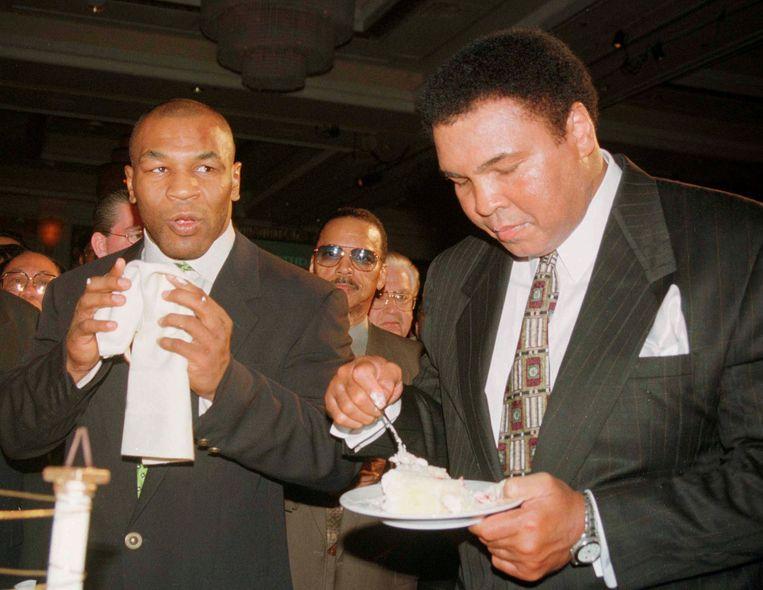 Muhammad Ali en Mike Tyson in 1999. Beeld Reuters
