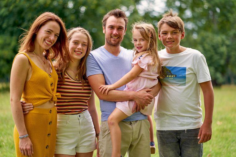 Stephanie en Christopher en hun kinderen Iluna, Mageno en Elara Beeld © VRT