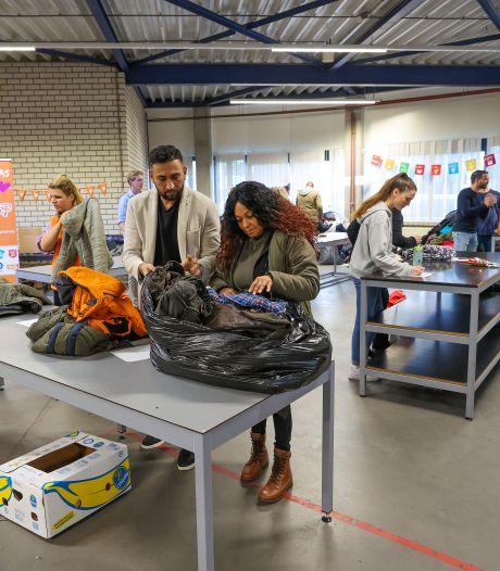 Eindhoven doet massaal mee aan inzamelactie 'Geef een jas en verwarm een hart'