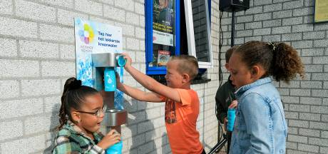 Lekker water tappen op het schoolplein in Dordrecht