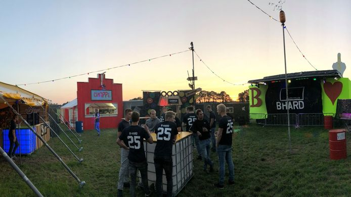 Enkele organisatoren van B-Hard in Heeten voordat de tweede editie 'los' gaat in september 2018.