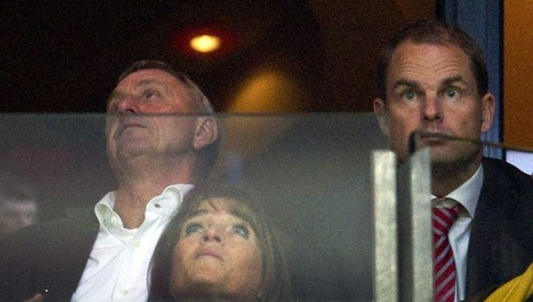 Johan Cruijff en Frank de Boer op de tribune bij Ajax Beeld anp