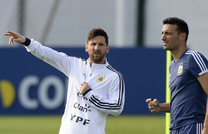 Lionel Messi (l) en Lionel Scaloni