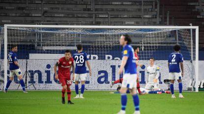 Schalke mist Raman (rug) en kan na late own-goal Miranda voor 13de opeenvolgende keer niet winnen