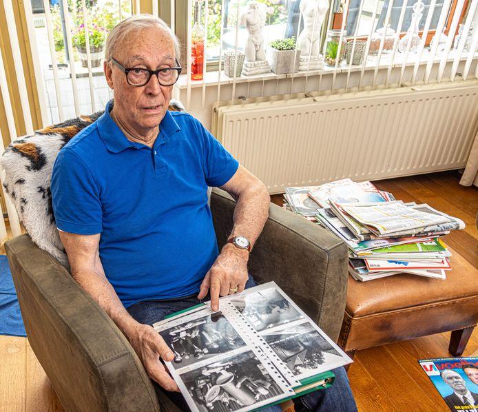 """Herman Hansen bekijkt de foto's van de boerenopstand van vijftig jaar geleden. """"Mijn ziel is daar zo geraakt."""""""