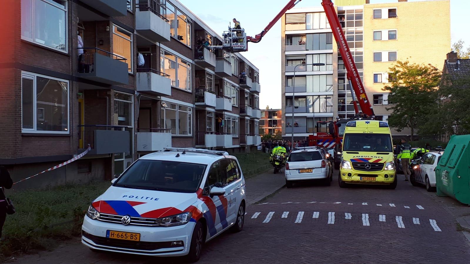 De hulpdiensten ter plaatse aan de Floriszstraat.