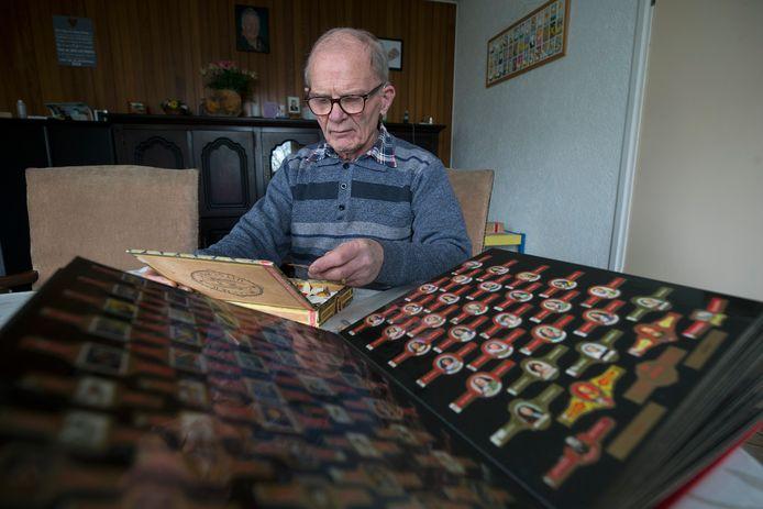 Fons Gerritsen verzamelt sigarenbandjes