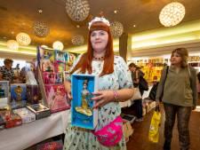 Barbie nog steeds 'hot' blijkt tijdens beurs in Vught: 'Er is een Barbie met een roze diamant geveild voor 1,5 miljoen euro'