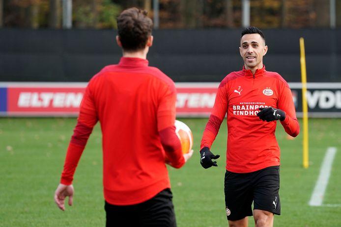 Eran Zahavi is na een spierblessure weer terug bij de trainingen van PSV.