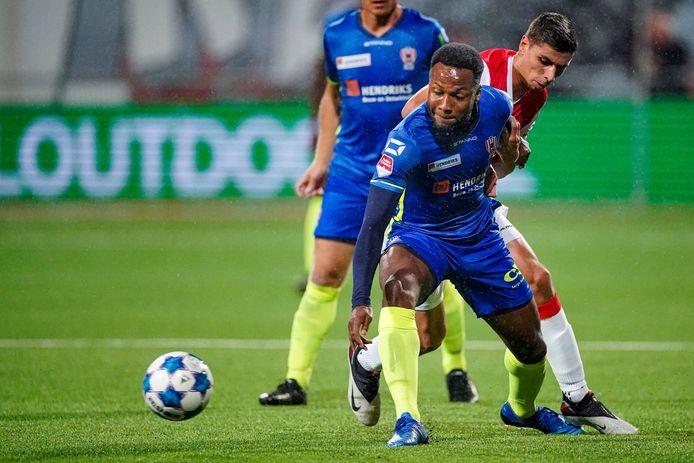 Lorenzo Pique kreeg in de tweede helft rood tegen MVV.