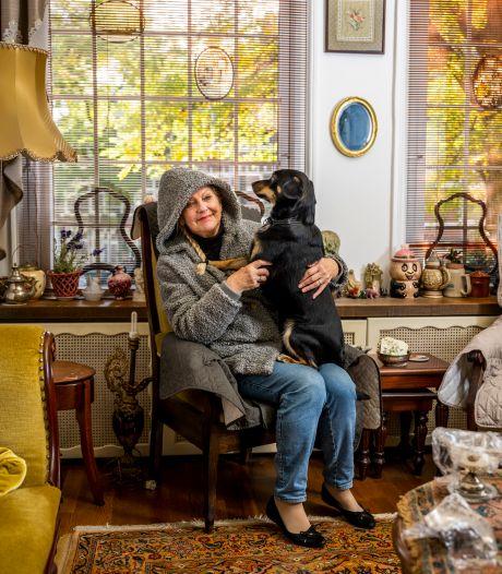 Hond slaapt in bed en ratten dringen huis binnen: gat onder voordeur maakt Louise (76) radeloos