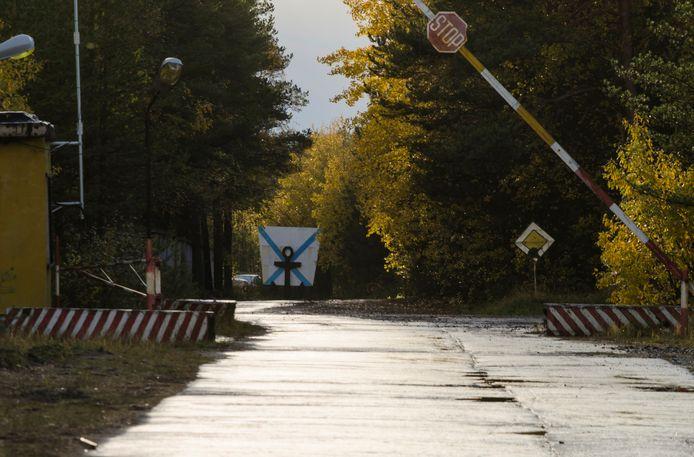 De ingang van een militaire kazerne vlakbij het dorpje Nyonoksa in het noorden van Rusland.
