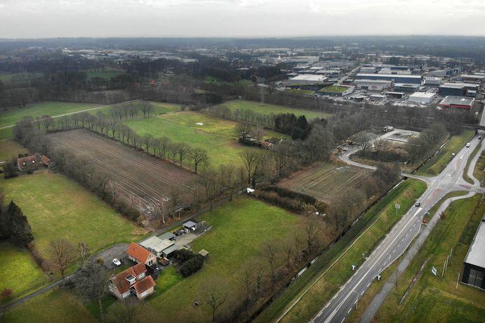 Blijft het groene karakter van het gebied Jufferbeek-Noord, ingeklemd tussen de spoorlijn, Hazewinkelweg (foto), Hengelosestraat en Eekboerstraat/Eektestraat, gehandhaafd of moet dit vooral een nieuw werkgebied worden? Het IVN is er niet helemaal gerust op.