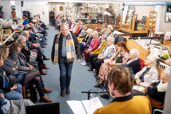 Nog maar twee jaar terug was er een grote najaarsmodeshow bij Dorcas in Nijverdal. Nu kan kleding alleen via de Facebookpagina van Dorcas worden gekocht.