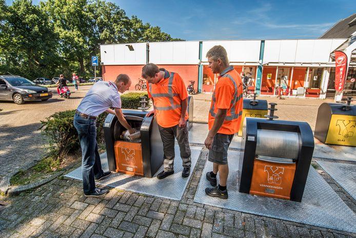 Er wordt steeds minder restafval ingezameld in Twente, maar in de afvalcontainers die voor verpakkingen zijn bedoeld komt wel steeds meer restafval terecht.