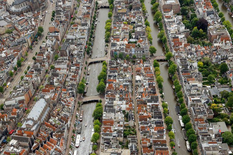 Luchtfoto van het Singel en de Herengracht in het centrum van Amsterdam  Beeld Hollandse Hoogte /  ANP