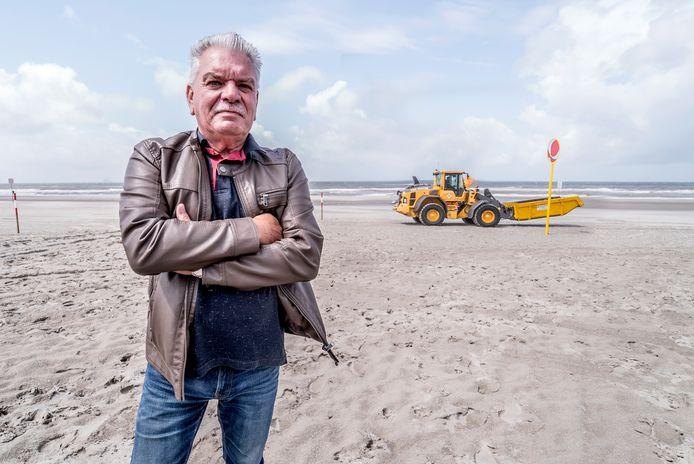 's-Gravenzandse strand wint prijs met schoonhouden ervan - Aad de Bloois