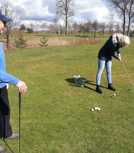 Leren golfen in Wierden: 'Golfen is veel leuker dan ik eerst dacht'