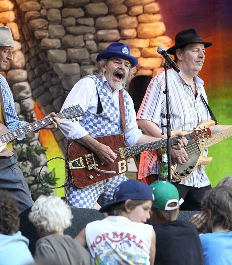 Concert Normaal binnen een uur uitverkocht: 'Olderwets Høken' met 24.000 anhangers in Lochem