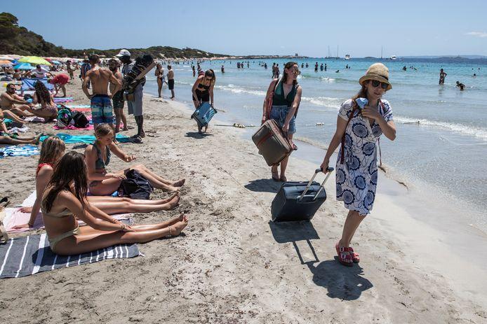 De Spaanse eilanden, zoals Ibiza, blijven razend populair - code rood of niet.
