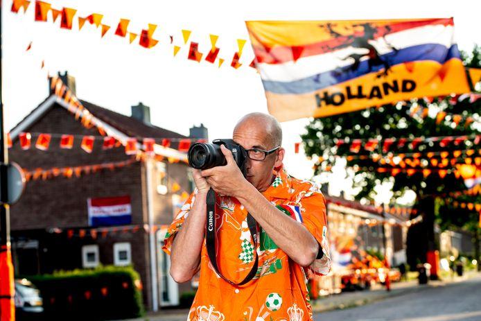 Naast ongelukken en branden focust John Stevens zich de komende tijd ook op oranje versierde straten in Apeldoorn, zoals hier de Mendelssohnlaan.