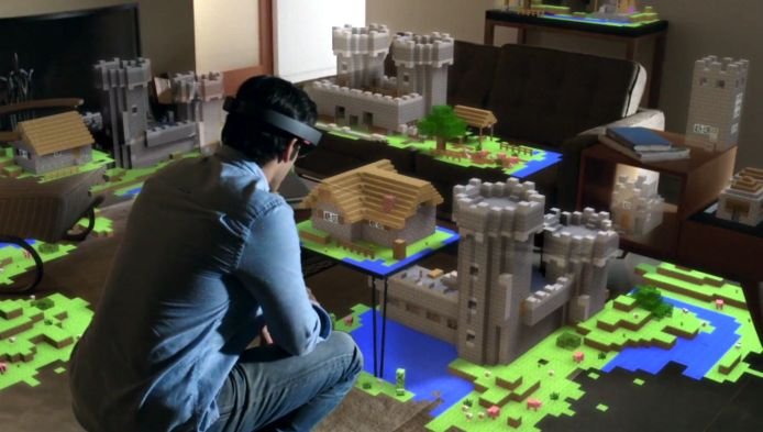 De Microsoft HoloLens kan virtuele beelden laten zien in het echte leven.