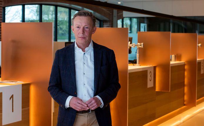 Wethouder Gert Jan van Noort in het gemeentehuis van Harderwijk.