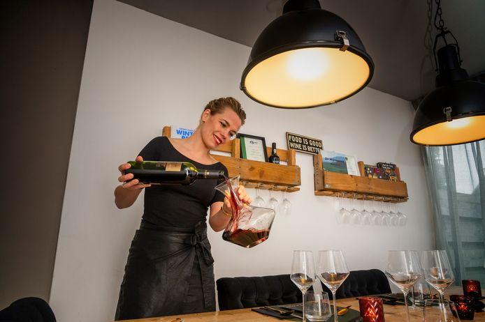 Sommelier Lotte van Polen verzorgt ze nu thuisdiners met een privékok.