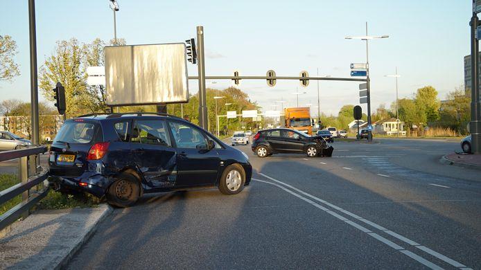 Beide auto's liepen schade op.