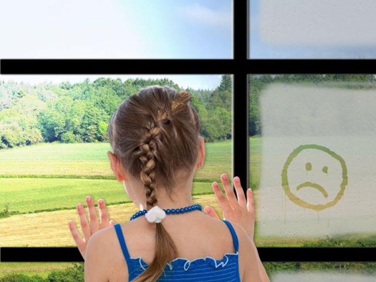 Condensatie op de buitenkant van je ramen is een fenomeen dat zich vooral 's morgens voordoet, na een koude nacht.