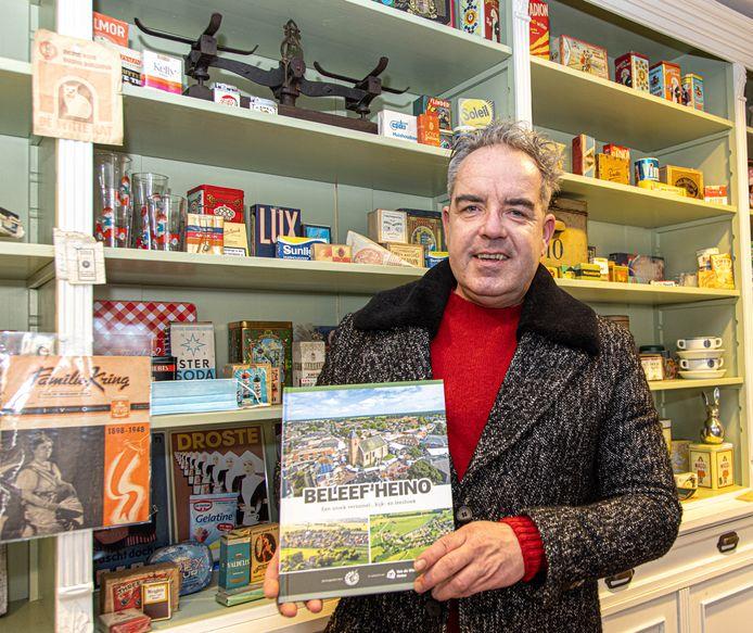 De Albert Heijn in Heino start maandag met een plakplaatjesactie met allemaal foto's van de historie van het dorp. Supermarkteigenaar Kim van de Worp  is dolenthousiast over het plakboek.