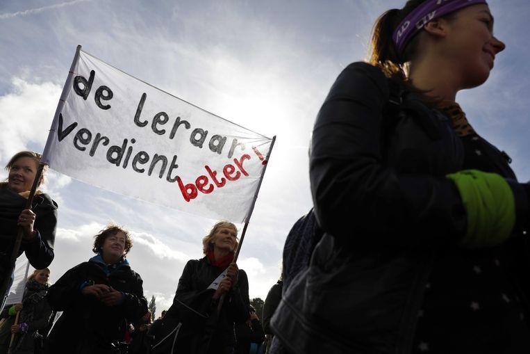 Basisschoolleraren tijdens de protestmanifestatie in het Zuiderpark. Beeld ANP