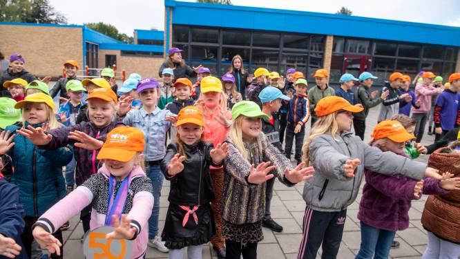Katholieke basisschool Op Weg in Haarle bestaat 50 jaar: 'Bijna alle kinderen uit het dorp gaan hier naar school'
